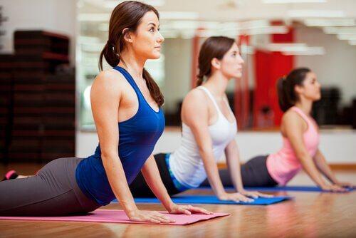 Kobra-Stellung beim Yoga und ihre Gesundheitsnutzen