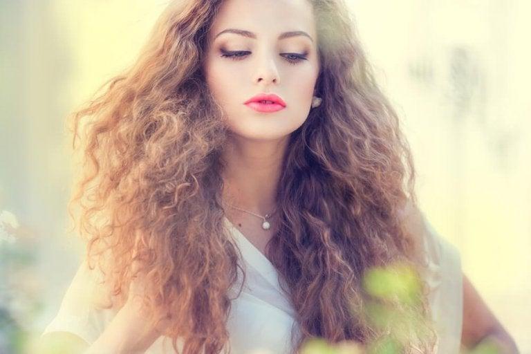 5 Masken gegen statisch aufgeladene Haare
