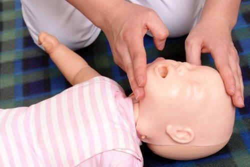 Wiederbelebung eines Babys