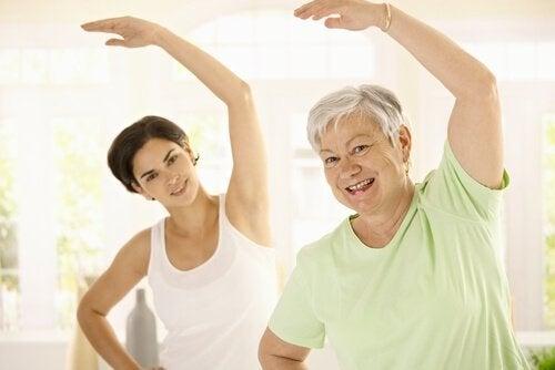 Um einer Gewichtszunahme mit zunehmendem Alter vorzubeugen, solltest du dich regelmäßig bewegen