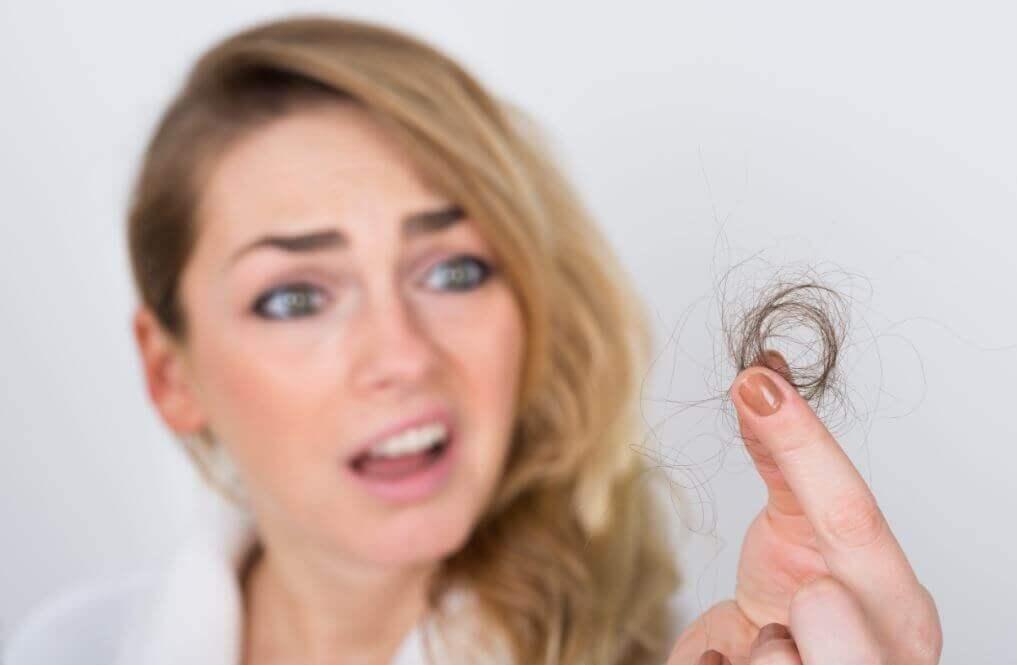 Mythen und Wahrheiten über Haarausfall