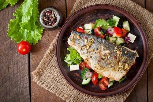 leichtes Abendessen mit Fisch