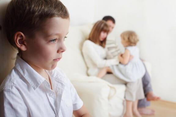 Wie man mit Geschwisterneid umgeht