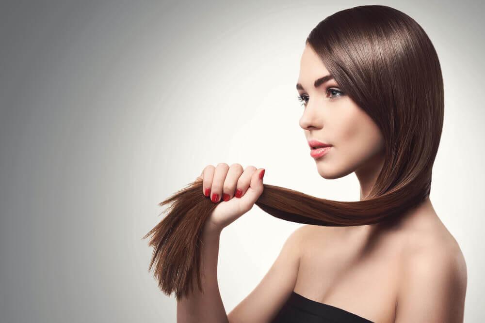 5 natürliche Lösungen zur Stärkung von feinem Haar