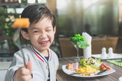 Mein Kind will nicht essen: Was tun?