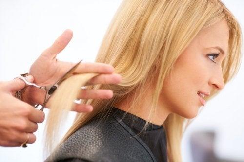Haareschneiden fördert das Haarwachstum