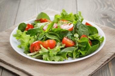300 Kalorien weniger mit leichtem Salat