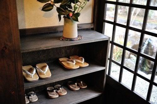 Schuhregal aus Holz