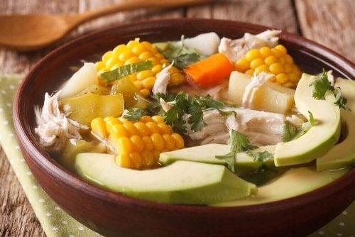 Ajiaco-Suppe - onschüsseln