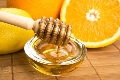 Orangen-Vinaigrette mit Honig für den Salat