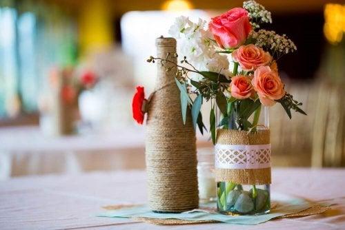 Weinflaschen als Blumentöpfe
