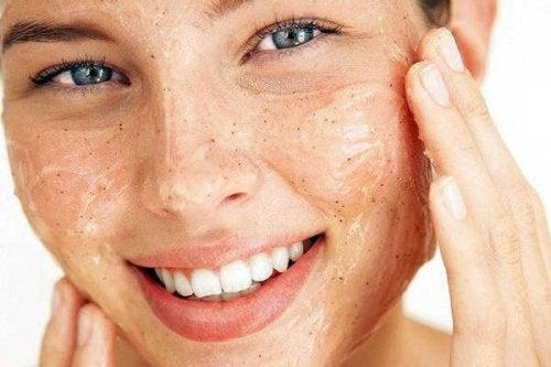 Die Haut regelmäßig peelen