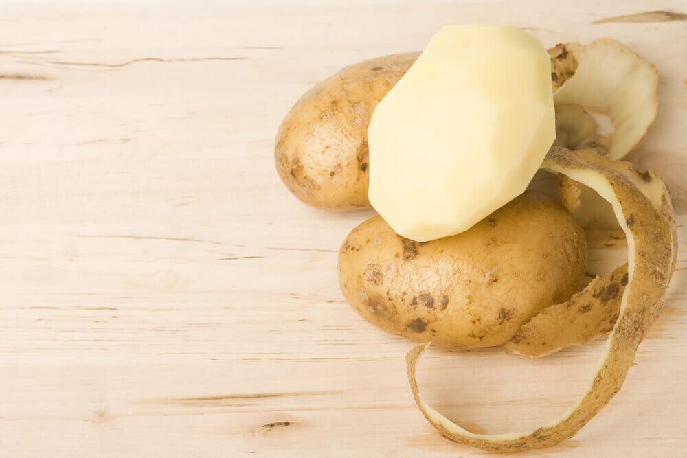 4 Hausmittel mit Kartoffelschale, die du kennen musst