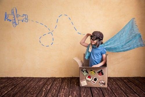 Kind benutzt seine Vorstellungskraft