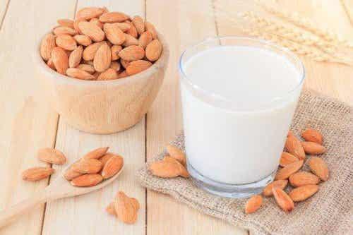 Mandelmilch zum Abnehmen einfach zubereiten