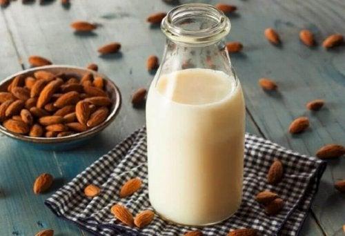 Zubereitung von Mandelmilch