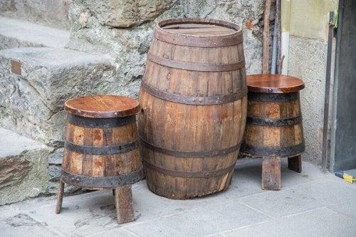 Möbel aus altem Weinfass