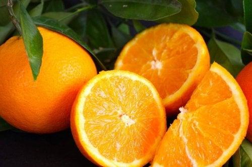 Pflege den Hals mit diesen Orangen.