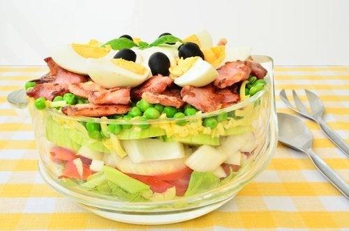 Salat mit sieben Schichten