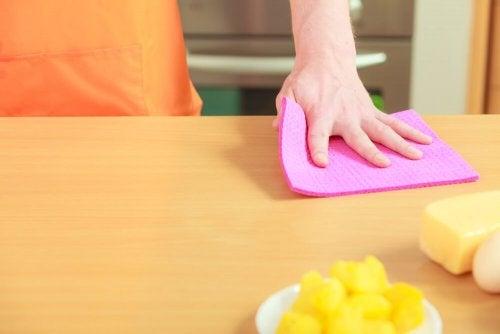 4 Tipps zur Desinfektion von Küchenlappen