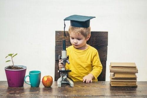 Woran man Überbegabung bei Kindern erkennt