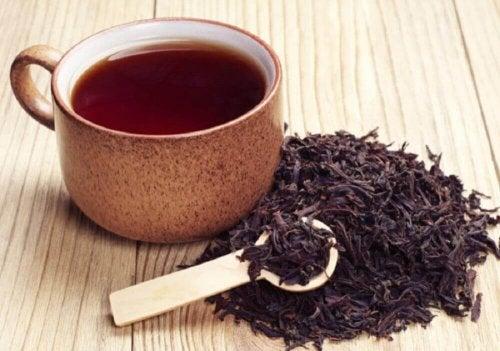 müffelnde Füße - schwarzer Tee