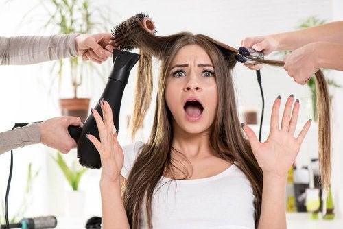 7 natürliche Behandlungen gegen trockenes und sprödes Haar