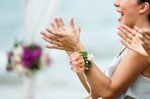 e5fe7fbbd80678 Das richtige Outfit für eine Hochzeit hängt natürlich davon ab, welche  Aufgabe du bei der Feier hast und wo diese stattfindet. Als Gast musst du  jedoch ...