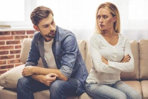 Egozentrische Personen reden viel, lassen dich aber nicht oft zu Wort kommen
