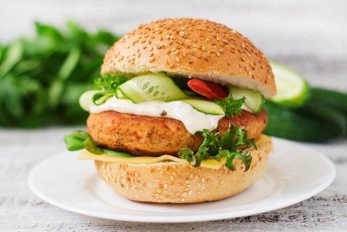 Rezept: Proteinreiche Hamburger aus Hühnchenfleisch