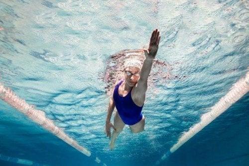 Schwimmen hat psychologische Vorteile für dich