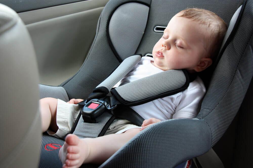 Warum Babys nicht im Autositz schlafen sollten