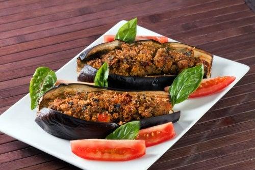 Gefüllte Aubergine mit Gemüse und Vinaigrette