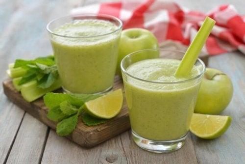 Grüne Smoothie zur Entgiftung.