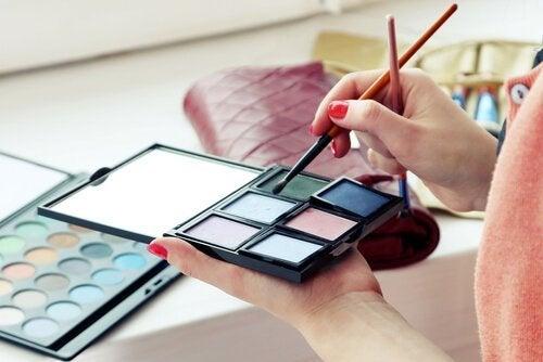 Inhaltsstoffe von Kosmetik, die du vermeiden solltest