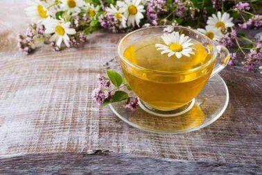 Kamillentee zur Behandlung von Gastritis
