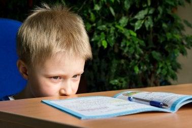 Kind macht WISC-Test