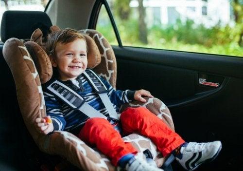 Was tun, wenn mein Kind noch immer im Autositz schläft, wenn wir zu Hause ankommen?