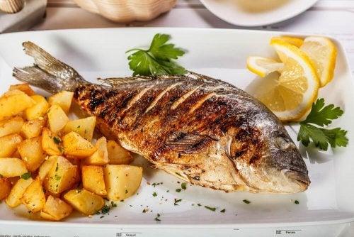 Gebackener Seebarsch mit Kartoffeln: Rezeptidee