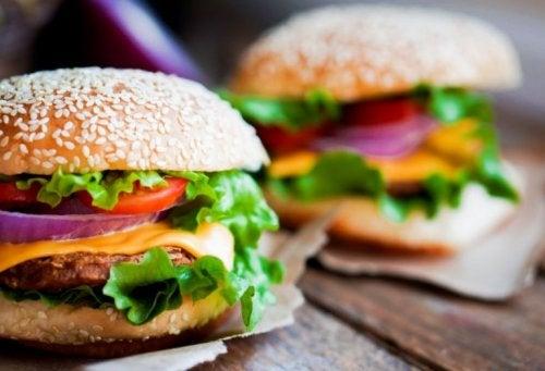 Proteinreiche Hamburger aus Hühnchenfleisch