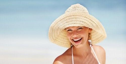 Ursache für Gesichtsflecken: Sonnenexposition