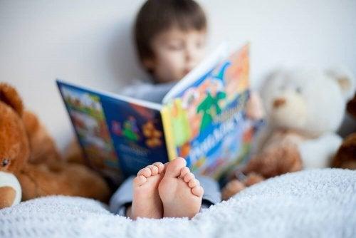 Kind beim Lesen