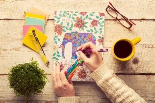 Malen für Erwachsene hilft dabei Stress abzubauen