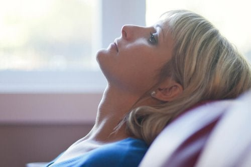 Angst vor dem Alleinsein- einsame Frau