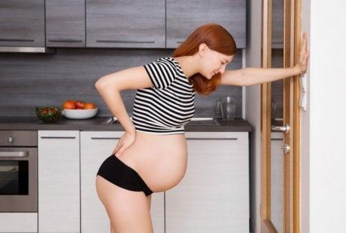 Hochschwangere Frau