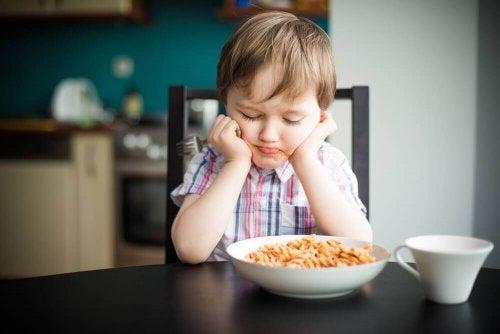 Essensverweigerung eines Jungen