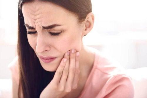 Zahnschmerzen loswerden - Frau