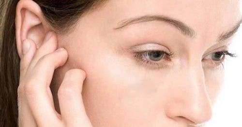 Ohreninfektionen - Frau