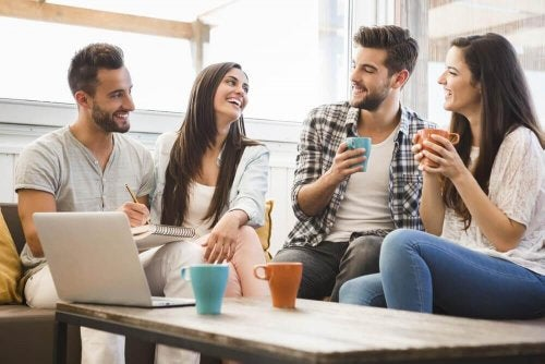 Baue auf Freunde, wenn du die Beziehung zu einem verheirateten Mann beendest