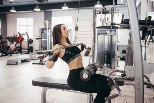 Fußgewichte verstärken die Wirkung beim Training